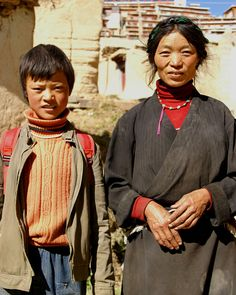 🌾Grandma & Grandson 📍#Karze, Kham, TIBET (2006) #TibetanFamilies #Garze ༜~࿂~༜~࿂~༜~࿂~༜~࿂~༜~࿂~༜~࿂ #TibetanPortraits #Phayul #Tibet #Tibetan #Kham #UTsang #Amdo #Lhasa #TibetanWomen #TibetanBoys #TibetanKids ༜~࿂~༜~࿂~༜~࿂~༜~࿂~༜~࿂~༜~࿂ 📸 Photography by: ©langtanglirun ༜~࿂~༜~࿂~༜~࿂~༜~࿂~༜~࿂~༜~࿂ ☀️🐚 #DalaiLama #Karmapa #Himalaya #IGTibet_Family #Qinghai #Sichuan #Xizang #Gansu #ThePhotoSociety #Earth_Portraits #DiscoverPortrait #GrandMa #Family #LonelyPlanet #NOMAD #Native