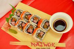 Maki Ranch: Sushi que fusiona la comida japonesa y la peruana, está compuesto de chorizo, pico de gallo, maíz tierno y masago Maki, Sushi Love, Fusion Food, Chorizo, Asian, Tableware, Ethnic Recipes, Pico De Gallo, Japanese Food