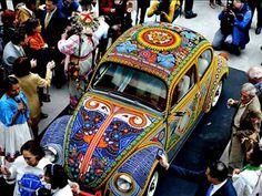 Fusca coberto com dois milhões de miçangasSaiba tudo sobre carros! Acesse www.r7.com/carros
