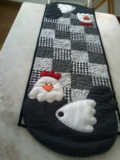 Table Runner And Placemats, Table Runner Pattern, Quilted Table Runners, Quilting 101, Quilting Projects, Sewing Projects, Chicken Quilt, Summer Quilts, Cute Quilts