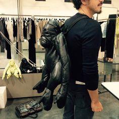 With this backpack u Will never feel alone !!! Con questo zaino non ti sentirai mai solo ! #fashion #milan #style #model #animals #backpack #blogger #contrestyle #allez