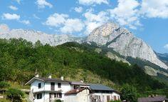 Was die Region Piemont für einen Urlaub in Italien anzubieten hat. Reiseziele, Highlights, Naturschutzgebiete, Badeseen und regionale Küche.