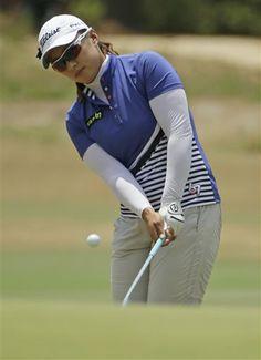 Amy Yang, of South Korea, chip to the second hole during the final round of the U.S. Women's Open golf tournament in Pinehurst, N.C., Sunday, June 22, 2014. (AP Photo/Chuck Burton) ▼19-22Jun2014AP|LPGA TOUR 6/19/2014-6/22/2014 http://bigstory.ap.org/photo-gallery/lpga-tour-6192014-6222014 #US_Womens_Open_Championship_2014