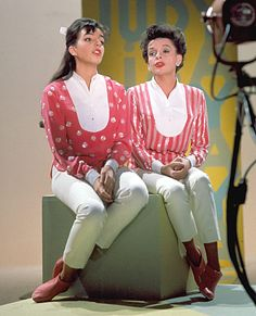 "Judy Garland, right, and daughter Liza Minnelli sing a duet on ""The Judy Garland Show"" in Los Angeles, July 16, 1963.."