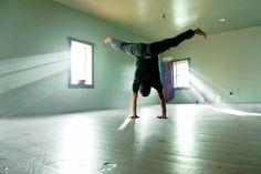 Tom rising up into an awesome handstand. #yoga, #handstand, #yogastudio, #yogi, #yogadudes, #yogaeveryday, #yogainspiration, #moyo, #skippack