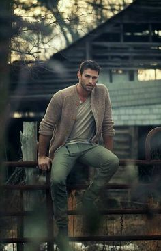 Nice casual comfortable outfit for fall mens fashion Sharp Dressed Man, Well Dressed, Photography Poses For Men, Fashion Photography, Portrait Photography Men, Mens Fashion Blog, Men's Fashion, Rustic Mens Fashion, Fashion Shirts