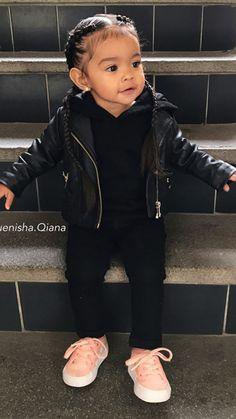Bild in der Sammlung B A B Y de Zoé sur We Heart It – Drew Heaven T – … – babykleidung ideen Cute Mixed Babies, Cute Black Babies, Black Baby Girls, Cute Little Girls Outfits, Kids Outfits Girls, Toddler Girl Outfits, Cute Kids Fashion, Baby Girl Fashion, Child Fashion
