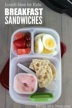 Need easy lunch ideas for kids? Breakfast sandwiches in their lunchbox is very fun and very easy to make. Plus it is a healthy lunch idea too. Snacks For Work, Healthy Work Snacks, Healthy Smoothies, Healthy Recipes, Healthy Food, Meals For Two, Kids Meals, Easy Dinner Recipes, Easy Meals