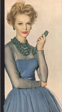Vintage Fashion Sara Thom Vogue 1960 want the dress, beads, and bag please - Vintage Vogue, Vintage Glamour, Vintage Beauty, Moda Retro, Moda Vintage, 1950s Style, Vintage Outfits, Vintage Dresses, 1960s Fashion