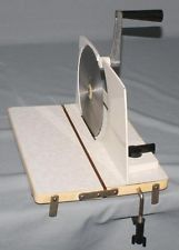 Alte DDR Brotschneidemaschine Allesschneider mit Kurbel mechanisch funktioniert