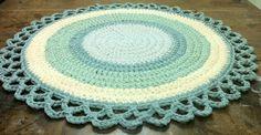 שטיח סרוג עבודת יד בגוונים של ירוק | OMANI Creative Living | מרמלדה מרקט