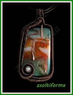 Malachite-agate pendant, with copper wire