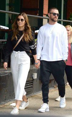 Jessica Biel & Justin Timberlake from ¡Las fotos más hot! Jessica Biel And Justin, David Beckham Style, Skater Girl Outfits, Outfits Hombre, Justin Timberlake, Urban Fashion, Divas, Ideias Fashion, Celebrity Style