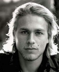 """Charlie Hunnam is a British-born actor known for his role as Jax Teller on the """"Sons of Anarchy."""" Here are 40 interesting facts about this talented and handsome actor. Thank You Lord, Pretty People, Beautiful People, Beautiful Things, Beautiful Boys, Brad Pitt, Ricardo Baldin, Jax Teller, Raining Men"""