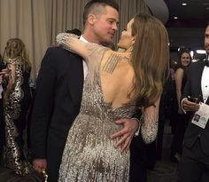 La pareja Pitt-Jolie vuelve a deslumbrar con sus arrumacos en la gala de los Oscar http://www.guiasdemujer.es/st/uncategorized/La-pareja-Pitt-Jolie-vuelve-a-deslumbrar-con-sus-arrumacos-en-la-gala--4526