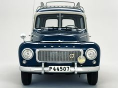 What a cutie!!! I'd love to have one of these old Volvo wagons!