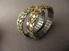 You're going to love Tumbling Tiles Bracelet Tutorial by designer LaBellaJoya. Beaded Rings, Beaded Jewelry, Jewelry Bracelets, Handmade Jewelry, Jewelry Patterns, Beading Patterns, Beading Ideas, Beading Projects, Bracelet Tutorial