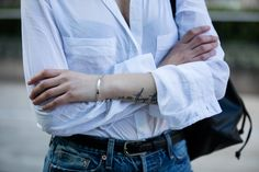 Randa Salloum, Fashion Blogger, Vancouver Fashion Blogger, Street Style, White Blouse, Chelsea Boots, Bucket Bag, Levis jeans