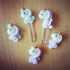 Ideas Diy Paper Clips Crafts Polymer Clay For 2019 Fimo Polymer Clay, Polymer Clay Creations, Polymer Clay Jewelry, Polymer Clay Disney, Clay Projects, Clay Crafts, Paperclip Crafts, Cute Clay, Clay Figures