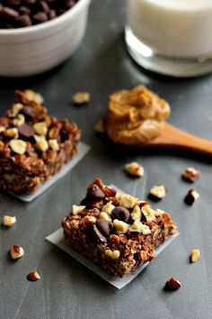 Packed with chocolate, peanut butter, and hazelnuts, these Coconut Oil Chocolate Hazelnut Squares come together in minutes and are an easy, no-bake treat! No Bake Treats, Yummy Treats, Delicious Desserts, Sweet Treats, Yummy Food, Delicious Chocolate, Coconut Oil Chocolate, Chocolate Hazelnut, Chocolate Heaven