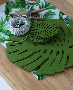 House Plants Decor, Plant Decor, Felt Crafts, Paper Crafts, Diy Crafts, Diy Jewelry To Sell, Tropical Party, Handmade Home, Wall Design