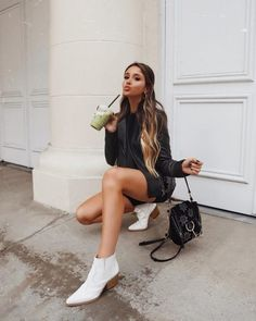 2019 Casual Fashion Trends For Women - Fashion Trends Whiskey Girl, Justin Boots, Chloe Faye Backpack, White Cowboy Boots, Chic Outfits, Fashion Outfits, Outfit Des Tages, Casual Fashion Trends, Booties Outfit