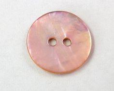 真珠の母貝としても知られています、パールシェル(アコヤ貝)を日本古来の色 鴇色(ときいろ)に染めました釦工房オリジナル色。10個を1SETとして販売致します。...|ハンドメイド、手作り、手仕事品の通販・販売・購入ならCreema。