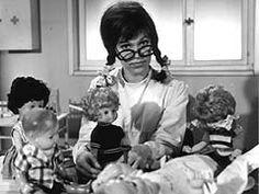 Frau Puppendoktor Pille mit der großen, klugen Brille