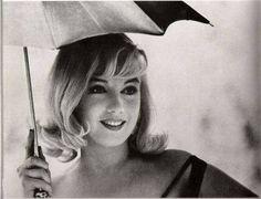 Fue considerada como una de las mujeres más atractivas de la historia del séptimo arte, pero su explosiva belleza la condicionó artística y emocionalmente, obligándola a proyectar una imagen seductora y superficial.