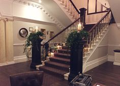 I wish more people would dress the stairs, these candles and flowers looked so great last week x