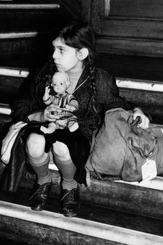 Before WWII, Britain opened its borders to Jewish child refugees.