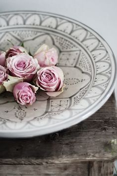❤Pink roses on a platter