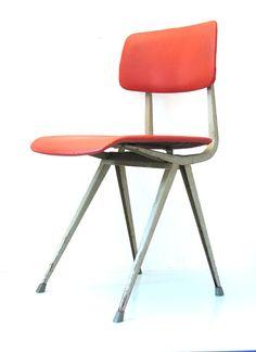 Friso Kramer Result stoel voor Ahrend Cirkel 1964 in vintage conditie. In vintage conditie.  Comfortabele beklede eettafel stoelen.    Maten: