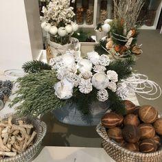 Kerst arrangement met stekers en droogbloemen/granen