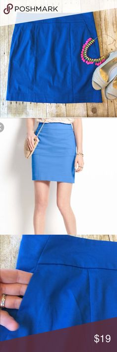 """Ann Taylor Madison Skirt Cotton Stretch Size 8 Very good condition. Front slit pockets still sews shut except in a corner. Has some stretch. 18"""" long. 16.25"""" across smallest part of top. Smoke free home, no holes or stains. Machine wash 98% cotton 2% spandex. Ann Taylor Skirts Pencil"""
