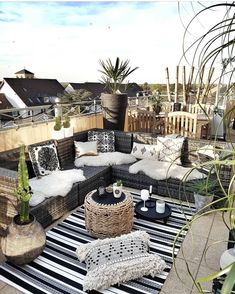 Boho chic rooftop b # roof terrace - Toit Terrasse - Terrasse Design, Patio Design, Rooftop Design, Roof Terrace Design, House Design, Outdoor Lounge, Outdoor Spaces, Outdoor Decor, Outdoor Lighting