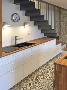 best kitchen designs under the stairs you need to know page 14 Modern Small House Design, Tiny House Design, Small Apartment Decorating, Interior Decorating, Kitchen Interior, Kitchen Decor, Kitchen Under Stairs, House Furniture Design, Best Kitchen Designs