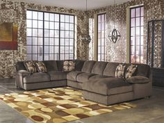 Truscotti Sectional w/Chaise