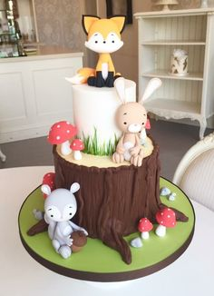 """The Cake Parlour A sneak peak at our new collection of Kids Cakes! Starting with our adorable Woodland Animals ❤️️"""" animal cake. Deco Cupcake, Cupcake Tree, Cupcake Cakes, Woodland Cake, Woodland Party, Woodland Theme, Fox Cake, Fondant Animals, Forest Cake"""