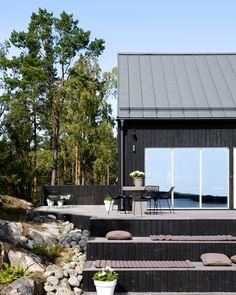 North Facing Garden, Lake Garden, Summer Cabins, Sauna, Deck Design, Beach Cottages, Black House, Cabins In The Woods, Outdoor Spaces