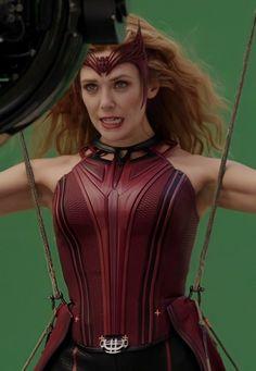 Marvel Heroines, Marvel Films, Marvel Characters, Marvel Avengers, Scarlet Witch Costume, Scarlet Witch Marvel, Elizabeth Olsen Scarlet Witch, Queen Elizabeth, Wanda Marvel