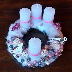 Adventi koszorú fehér szőrme alapon Advent, Christmas Gifts, Xmas, Creative Ideas, Home Decor, Xmas Gifts, Diy Creative Ideas, Christmas Presents, Decoration Home