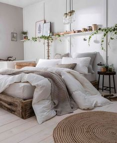 Home Decor 2019 Eco-Friendly & Vegan-Friendly Bedding - The Fine Bedding Company / modern rustikale Einrichtung (Holz & Rattan).Home Decor 2019 Eco-Friendly & Vegan-Friendly Bedding - The Fine Bedding Company / modern rustikale Einrichtung (Holz & Rattan) Farmhouse Master Bedroom, Bedroom Makeover, Home Decor, Room Inspiration, Apartment Decor, Small Bedroom, Simple Bedroom, Simple Bedroom Decor, New Room