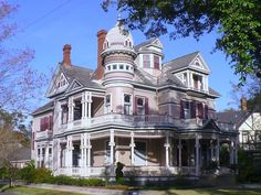 Tacon-Barfield Mansion - Mobile, AL This GORGEOUS Victorian-style mansion, built in is located on 1216 Government Street in Mobile. Victorian Architecture, Beautiful Architecture, Beautiful Buildings, Beautiful Homes, Classical Architecture, Building Architecture, Victorian Porch, Victorian Style Homes, Victorian Houses