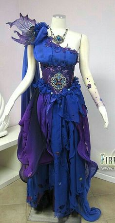 it looks like a fairy dress Pretty Dresses, Beautiful Dresses, Fantasy Gowns, Fantasy Hair, Fantasy Makeup, Fairy Dress, Cosplay Costumes, Fairy Costumes, Water Fairy Costume
