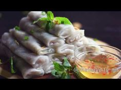 This is the perfect comfort food. Although considered an appetizer or side dish, my family and I usually have this together as a meal with rice. These fawm kauv or steamed rice rolls are filled wit… Rice Recipes, Asian Recipes, Ethnic Recipes, Vietnamese Crepes, Rice Rolls, Steamed Rice, Food Videos, Side Dishes, Cabbage