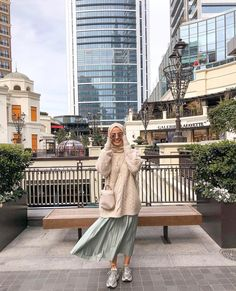 New fashion hijab casual simple ideas Hijab Casual, Hijab Chic, Ootd Hijab, Hijab Dress, Casual Skirts, Modern Hijab Fashion, Street Hijab Fashion, Muslim Fashion, Modest Fashion