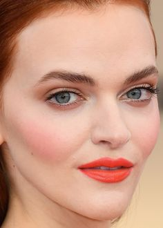 Some beautiful golden colour framing her eyes and the natural understated black mascara, a pinch of pomegranate rose at the apple of her cheek and a orange red lipstick. Madeline Brewer at the 2018 SAG Awards.