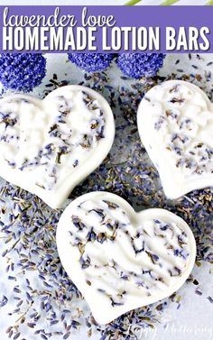 Lavender Love Homemade Lotion Bars Is lavender one of your favorite essential oil scents for DIY beauty recipes? Learn how to make easy Homemade Lotion Bars with coconut oil, dried lavender buds and other natural ingredients. Lotion Bars Diy, Lotion En Barre, Diy Beauté, Essential Oil Scents, Homemade Soap Recipes, Easy Recipes, Natural Beauty Tips, Homemade Beauty Products, Home Made Soap