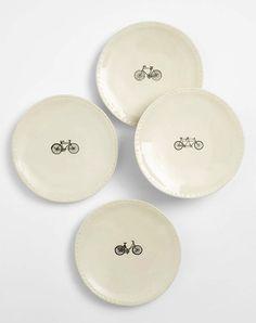 De Bike borden en mokken van de uit California afkomstige Rae Dunn lijken wel speciaal gemaakt voor fietsenminnend Nederland.